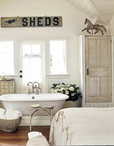 bedroom-bathtub-pony-decoration-htours0206-de1