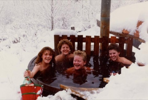 Girls-in-Tub-In-Snow